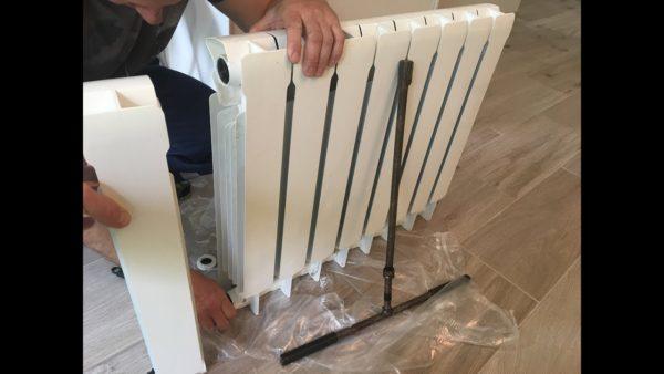 Процесс наращивания секций алюминиевого радиатора