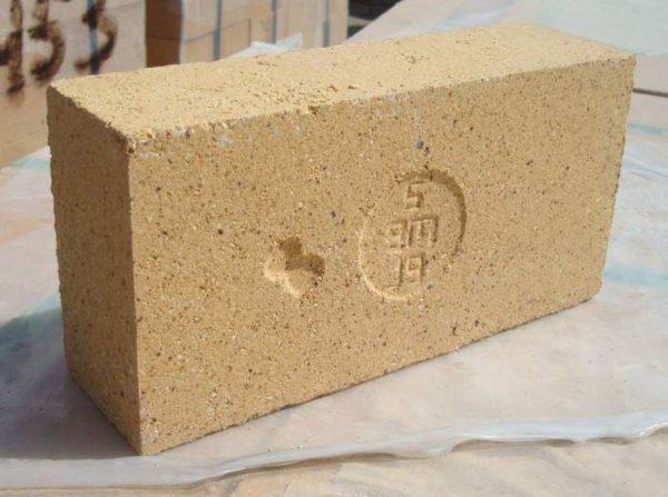При постройке камина в доме следует использовать огнеупорные материалы