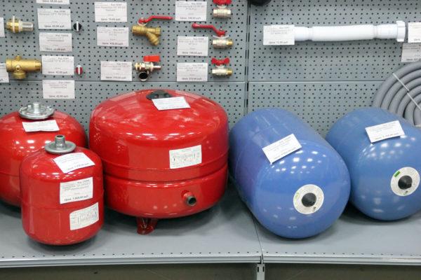 Виды и вариации размеров расширительных баков отопления в магазине