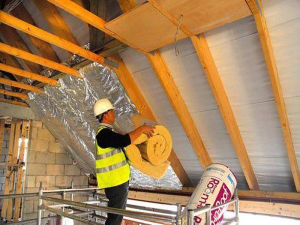 Для утепления крыши не используют пенополистирол, а только минеральную вату или стекловолокно.